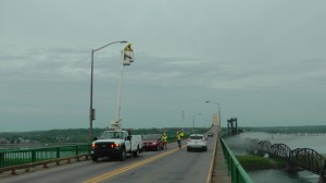 Electrician Troy Raffaele replaces one of the 56 HPS light fixtures on the  Sault Ste. Marie International Bridge with a more energy efficient LED fixture. (IBA photo)